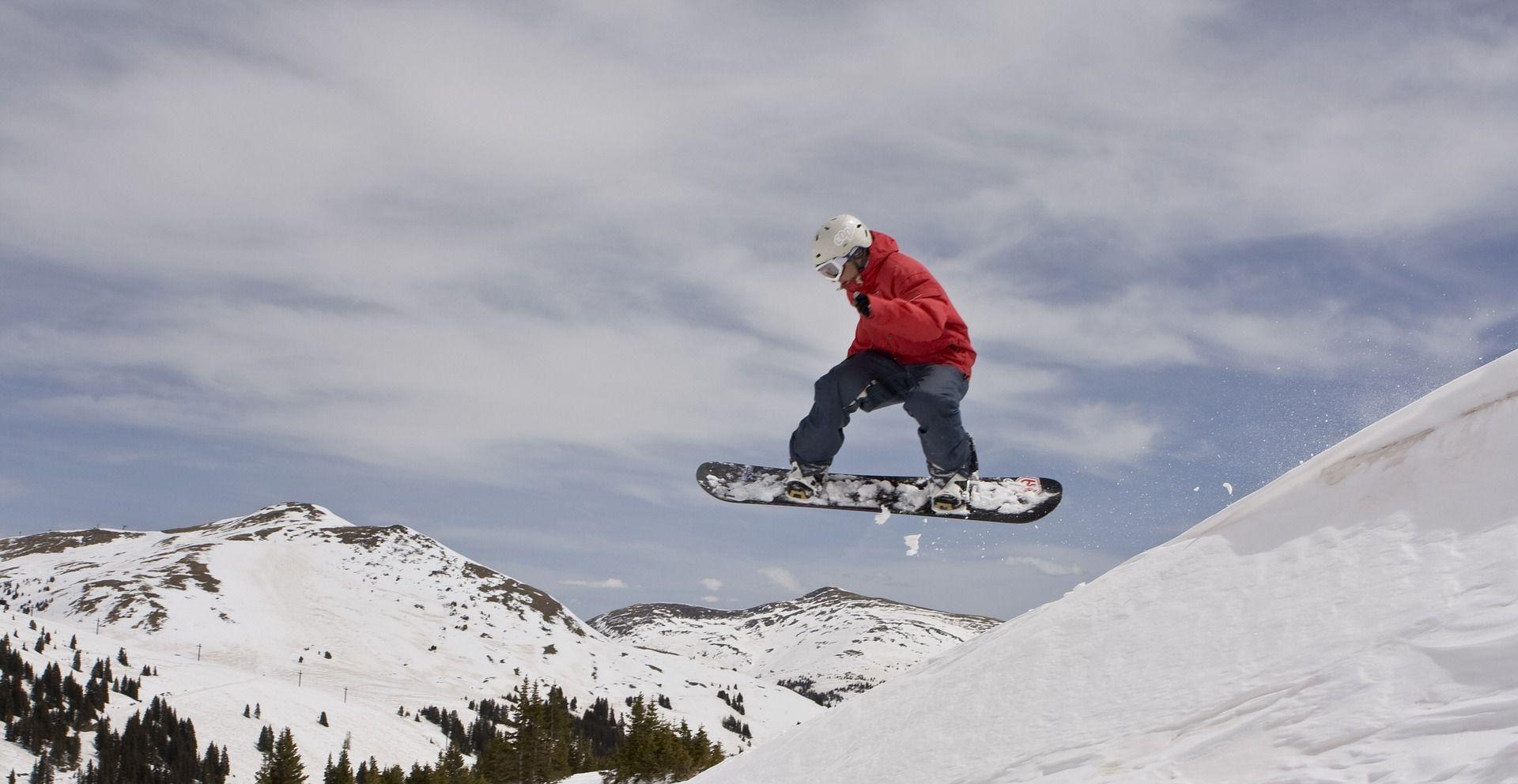 Jak dobrać deskę snowboardową? Garść porad od ekspertów
