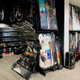 Czym charakteryzuje się dobry sklep snowboardowy?