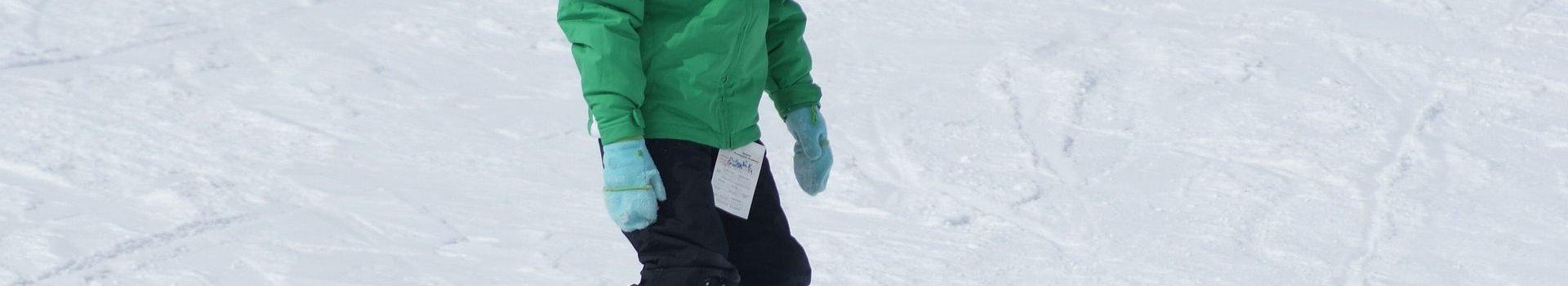 Bezpieczna dziecięca deska snowboardowa – najważniejsze kryteria