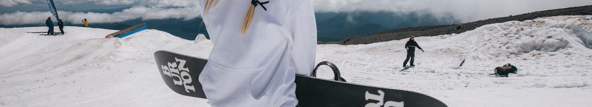 Dlaczego warto inwestować w deski snowboardowe?