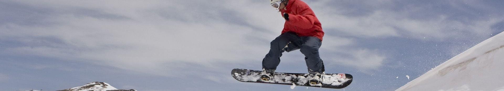 Nie ryzykuj kontuzji – wyposaż się w nakolanniki snowboardowe