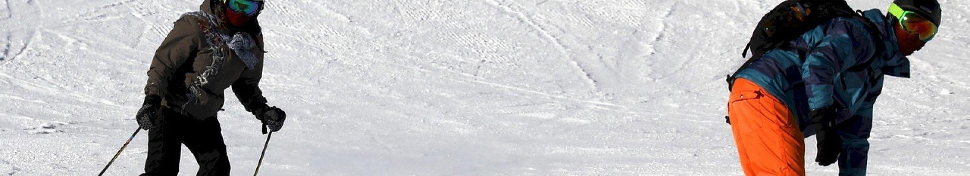 Różnice między kurtkami narciarskimi a snowboardowymi