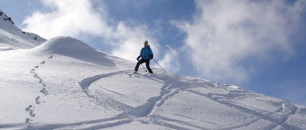 Dlaczego warto zainwestować w kurtki narciarskie?