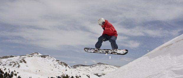 Nakolanniki snowboardowe, czyli jak uniknąć stłuczonego kolana