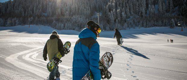 Najlepsze zestawy odzieży dla snowboardzistów i snowboardzistek!