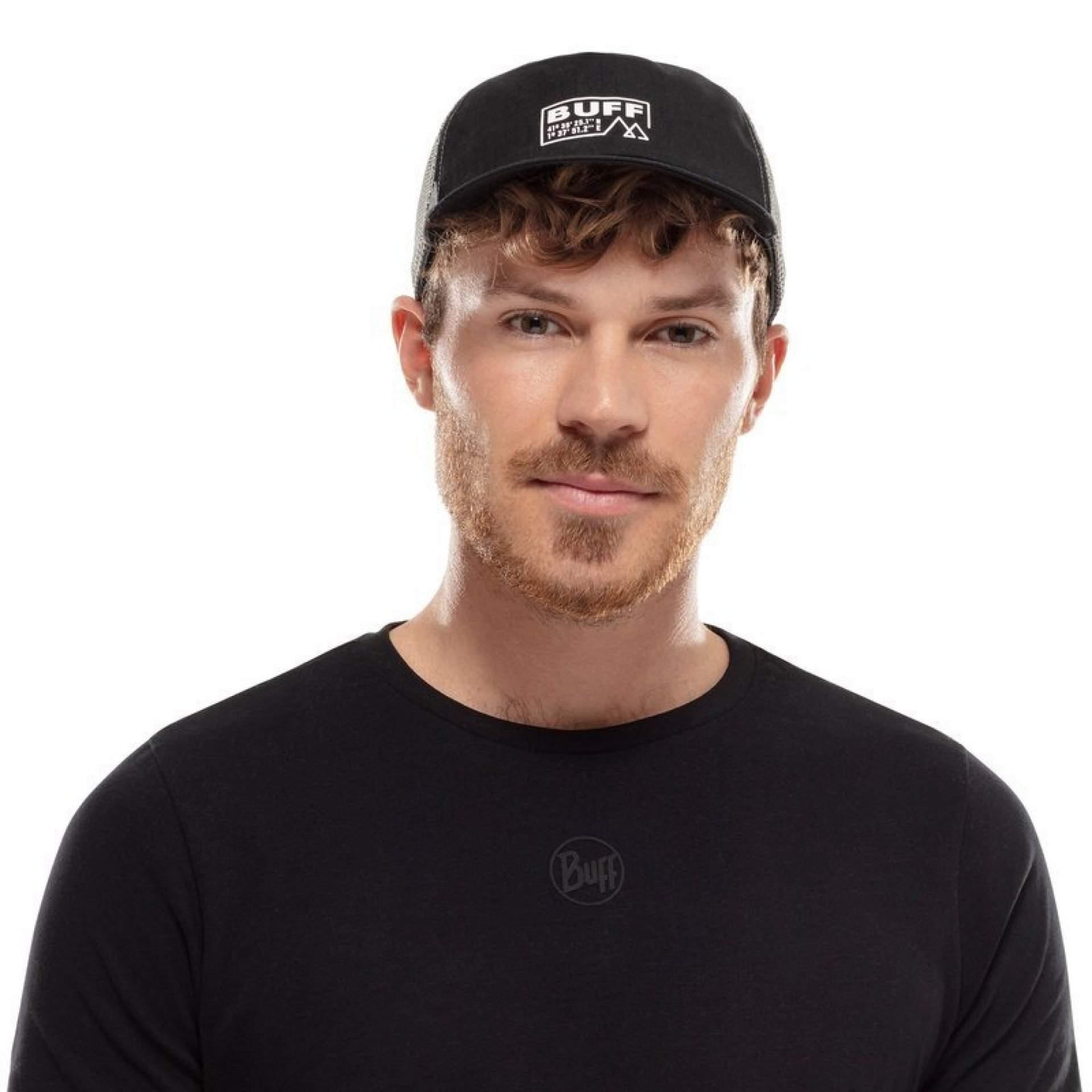 CZAPKA Z DASZKIEM BUFF PACK TRUCKER CAP SOLID BLACK NA MODELU