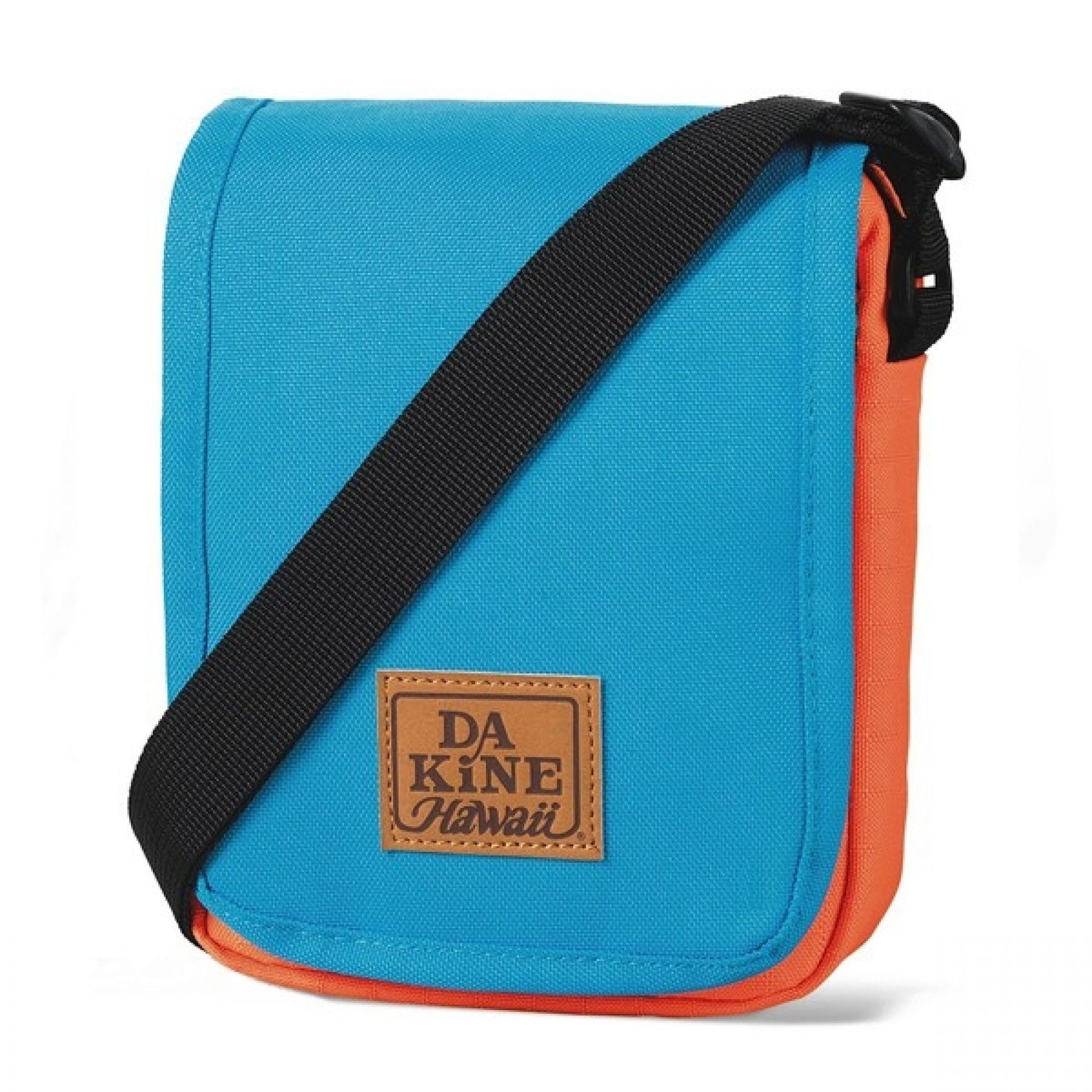 Torba Dakine Passport offshore